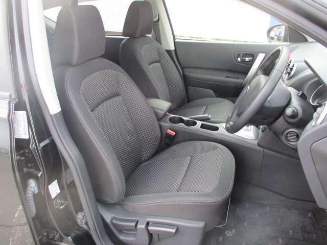 車内もシンプルなデザインです。