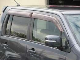 雨の日に便利なドアバイザー◇視認性の良いウィンカーミラー◇