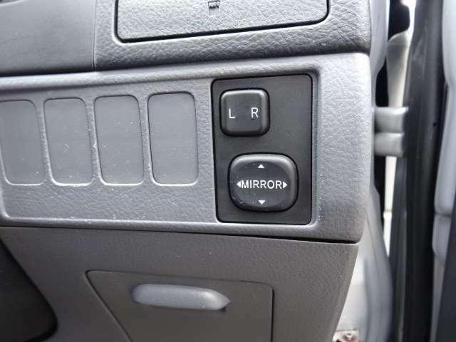 サイドミラーの角度調整ボタン☆