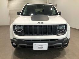 Jeep全モデルのフロントフェイスに息づくデザイン『7スロットグリル』は、Jeepのアイデンティティ。