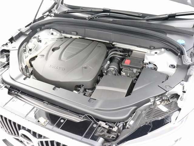 高馬力を発生する洗練されたクリーンディーゼルターボエンジンが、燃料消費を最小限に抑えながらも力強い走りを生み出します。