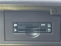 メーカーHDDナビ/フルセグTV/純正アルミ/バックカメラ/ビルトインETC/HIDヘッドライト/オートライト/クルーズコントロール/ウッドコンビステアリング/ウインカードアミラー/プッシュスタート/スマートキー