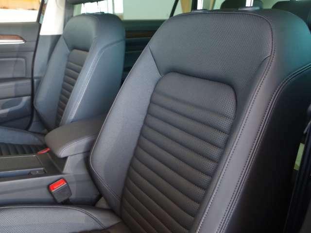 内装は前ユーザー様の使用状態が良く、気になる匂いや汚れ等も無く大変綺麗な状態が維持されております。