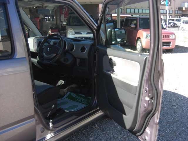 運転席ドアーの内側です♪自動車整備士が常駐している店舗となりますのでお困りの際は遠慮なくお立ち寄りください♪