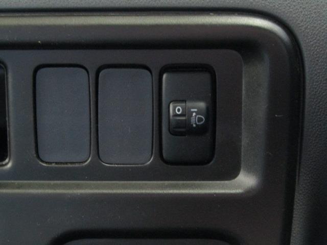 ヘッドライトレベライザー付きです。ダイヤルスイッチでヘッドライトの光軸を簡易調整できます。