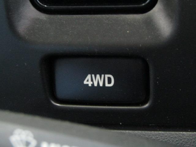スイッチで2WDと4WDが切り替え可能なパートタイム4WDです。