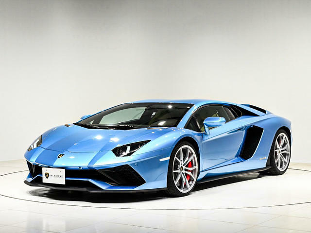 外装のブルーと内装のベージュの組み合わせが上品さを演出しているお車となります。