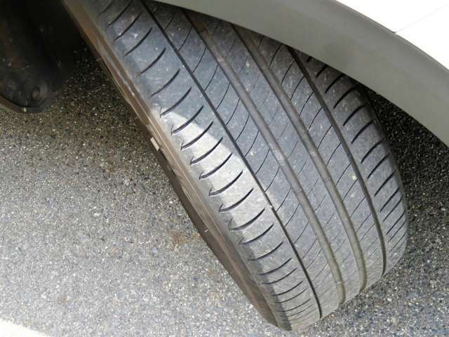 気になるタイヤの溝もご覧の通り!