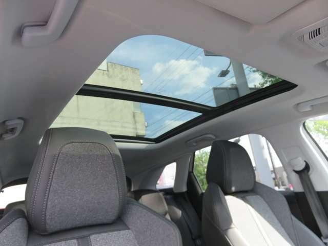 サンルーフで太陽の光を浴びながら快適なドライブをお楽しみいただけます!