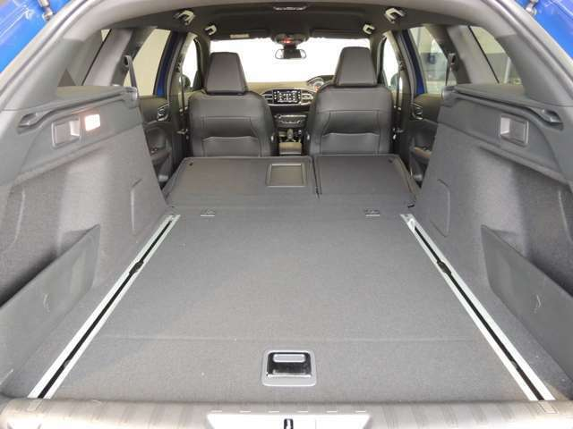開放的な広さ!大人もらくらく車中泊できます。