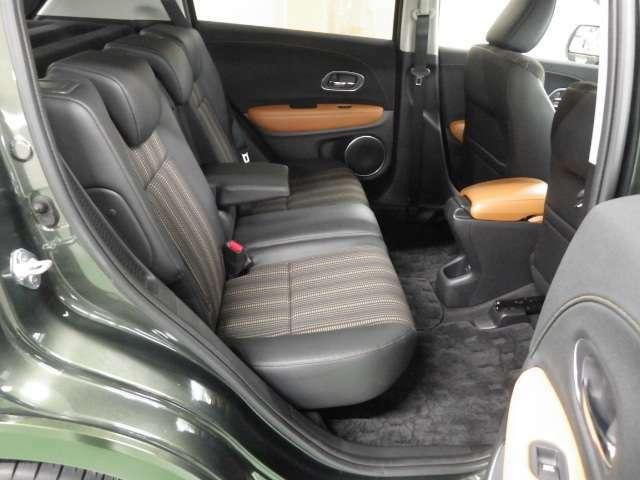 リアシートにもゆったりと、ゆとりを持ってお掛け頂けます。リアに座る方は寛ぎながらドライブをどうぞ!