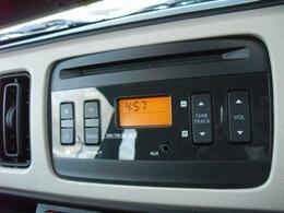 AM/FMラジオ付き純正CDプレイヤー。