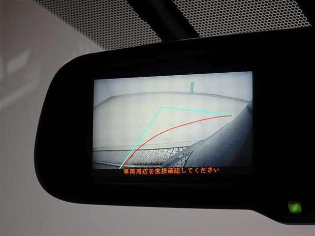 前方左先端部にカメラが付いております。見えづらい部分をカメラで視界を確保しています。