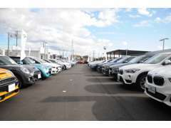 店舗在庫台数約150台!関西最大級の展示場であなたのご希望のお車がきっと見つかります。