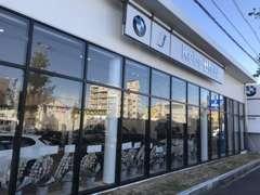 Kobe BMW BMW Premium Selection姫路ショールーム。サービス工場も併設しており安心してお乗りになっていただけます。