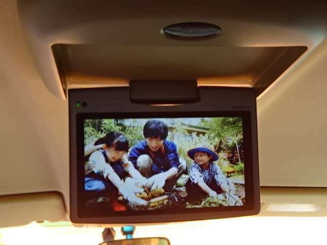 フリップダウンモニター付きです!後席でもTV、DVD視聴可能です!