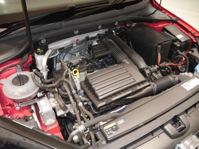 1.4リッター TSI エンジン。カタログ値140PSの馬力の力強さと、アイドリングストップ機能付で燃費カタログ値 19.9KmLの燃費の良さを、兼ね備えています。
