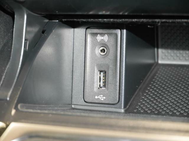 AUX、USBの外部入力にも対応。メディアプレイヤーの音源を、お楽しみ頂けます。