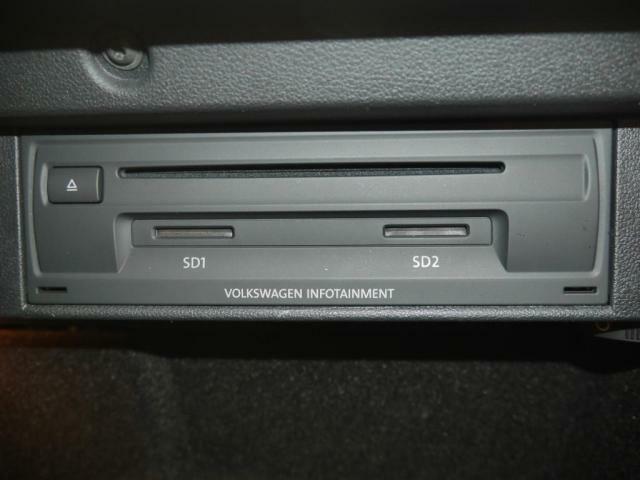 CDDVDプレーヤーそして、SDカードスロットで、音楽や映像をお楽しみ頂けます。