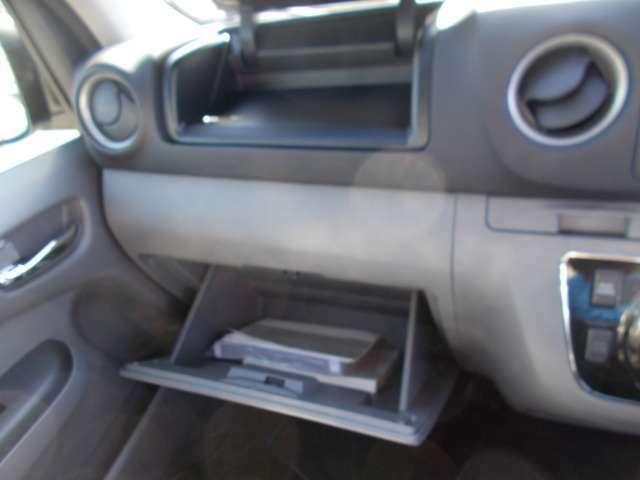 車検証などのK物の収納が可能です。
