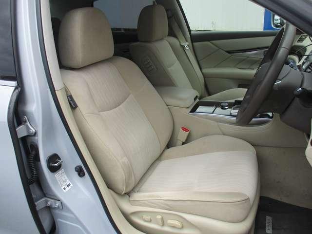 高級感あふれるラグジュアリーな運転席♪寛ぎ空間で運転も楽しくなりますね♪
