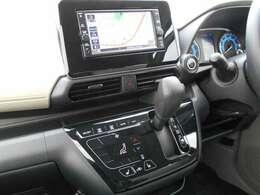 フルセグTV・CDチューナー・バックカメラ・ナビゲーション搭載車です。長距離ドライブでも快適ですね。