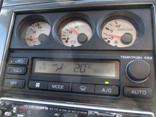 風量が設定温度に自動調整されてとても快適なオートエアコン装備です!