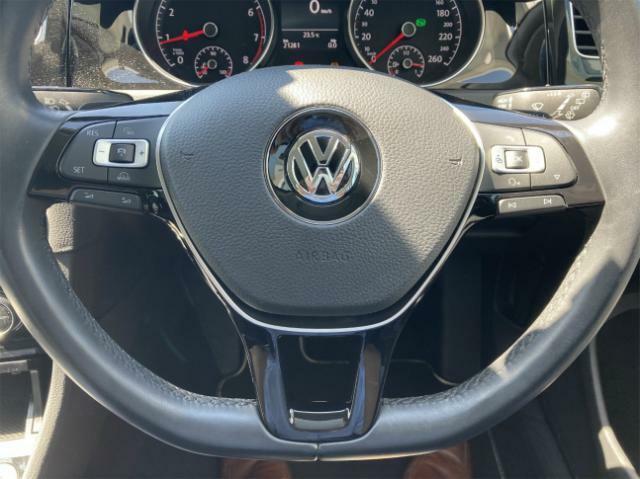 """ご納車前に""""Das WeltAuto""""独自の「点検チェック項目シート」により、部品や機能に関する全71項目もの厳しいチェックを実施します。"""