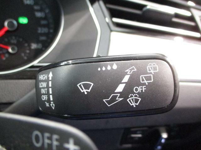 レインセンサーで雨を検知して自動でワイパーを作動させるオートワイパー機能付き!