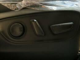 細かなシートポジション設定が可能な、パワーシート装備。