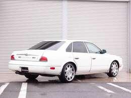 人気のプレジデント カスタム車両の入庫!全国でも希少価値の高い純正ホワイトパール外装色にWORKヴェリアンツァD3S 19AWを装着しRSPEC製エアサスコントローラーにて車高調整済