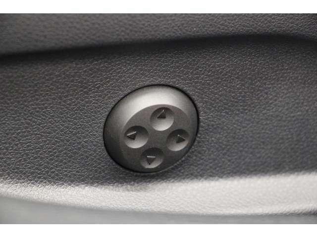 電動ランバーサポートで腰回りの負担を軽減してくれます。