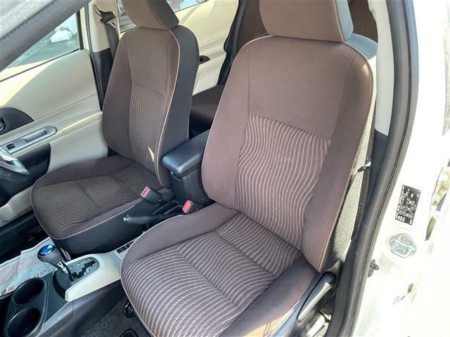 助手席のシートの写真になります。運転席よりは使用の頻度は少ないので、個人差はありますが、状態は良いですよ!是非、お客様の目で確認してみてください!