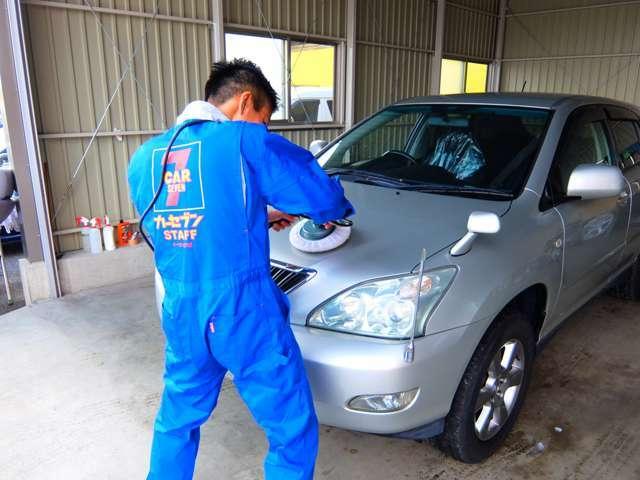 お買い上げいただいたお車は私たちがしっかりと専用の機械で磨きあげてお車をピカピカに致します!