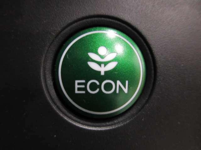 緑のボタンはエアコンの風量や回転数の制限で燃費を良くするように支援いたします。