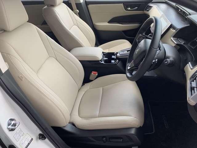 運転席、助手席ともに電動パワーシートです!シート位置のメモリー機能もついているので交代も楽々ですね♪