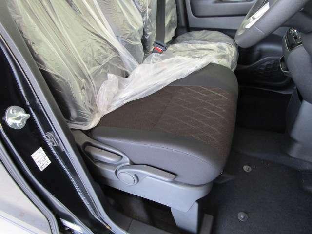 座り心地の良いフロントシートです。シートヒーター付きで寒い日も快適です。