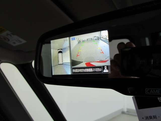 マルチアラウンドモニターを使って真上から見下ろすような視点で駐車ができます。