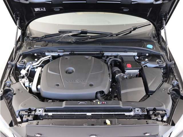 140kW(190ps)/300Nm(30.6kgm)のT4直噴ガソリンターボエンジンは、なめらかな回転フィールと良好なレスポンス、そして優れた燃費性能を実現しました。