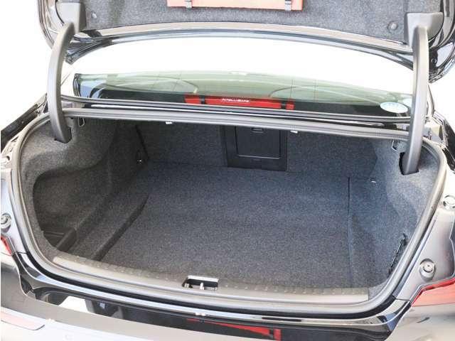 実用性にも配慮された奥行きが広いS60のトランクルーム。