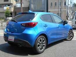《買取担当より》マツダデミオ・ディーゼルターボのMT仕様車が入庫しました!鮮やかなブルーにシートの赤ステッチがカッコいい!RE雨宮の車検対応マフラーで、音量も静かです♪ぜひ一度ご試乗ください☆