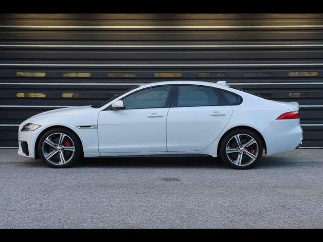 Jaguarの認定中古車は登録から2年間(走行距離無制限)の認定中古車保証付き。当店を含む全国のジャガー正規ディーラーにてアフターメンテナンスが受けられます。