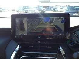 パノラミックビューモニター搭載。車両を上から見たような映像を表示。運転席からは見えにくい車両周辺の状況を確認することができます。