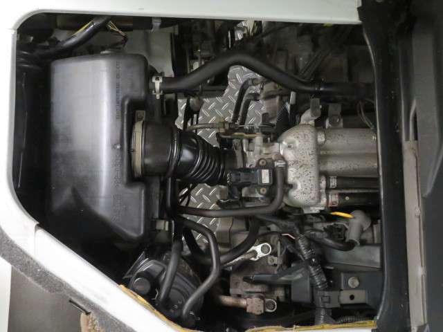 『まるまるクリン』でエンジンルームも隅々までキレイに仕上げています!