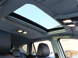 【 電動スライドガラスサンルーフ 】開放感溢れる空間でドライブを楽しみませんか?