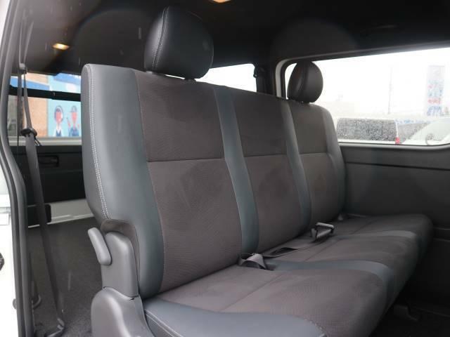 両側電動スライドドアを装備。両手に荷物がある時や送迎時にも便利な機能です。