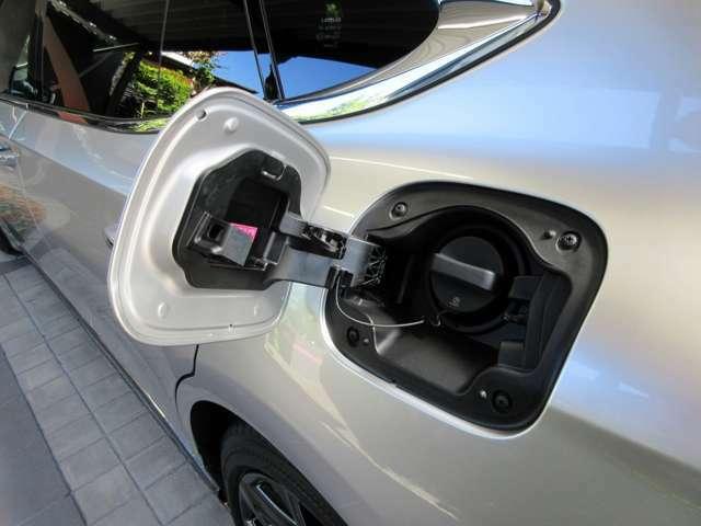 ガソリン燃料給油口(無鉛プレミアム ハイオクガソリン仕様)