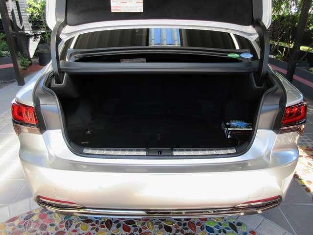 Aプラン画像:改良点はハイブリッド車でもバッテリーをデッキ下に格納し、ガソリン車と同等のスペースを確保!9inサイズのゴルフバッグ3個を積載できて、後席6:4分割可倒式シートにより、フレキシブルな空間アレンジが可能です。