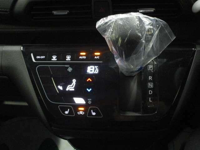 フルオートエアコンで、一度温度設定をすると後は車にお任せ!