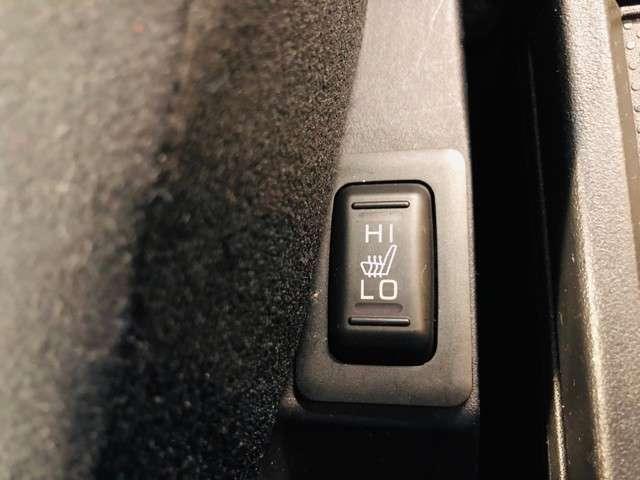 フロントにはシートヒーターがついています♪寒い日などには大活躍の機能です♪